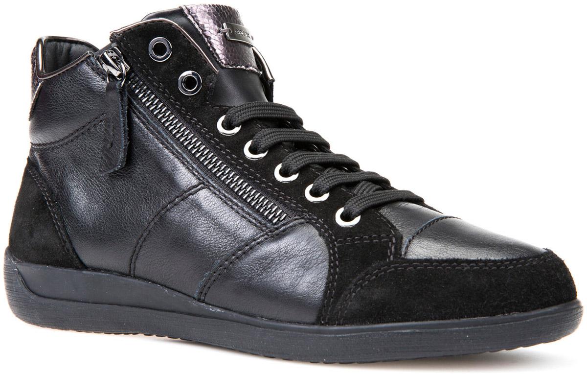 Кроссовки женские Geox, цвет: черный. D6468C08522C9997. Размер 38D6468C08522C9997Стильные женские кроссовки от Geox придутся вам по душе. Верх модели выполнен из натуральной кожи. Классическая шнуровка и застежка-молния надежно зафиксируют изделие на ноге. Стелька из натуральной кожи обеспечивает комфорт. Подошва оснащена рифлением для лучшей сцепки с поверхностями. Удобные кроссовки займут достойное место среди коллекции вашей обуви.