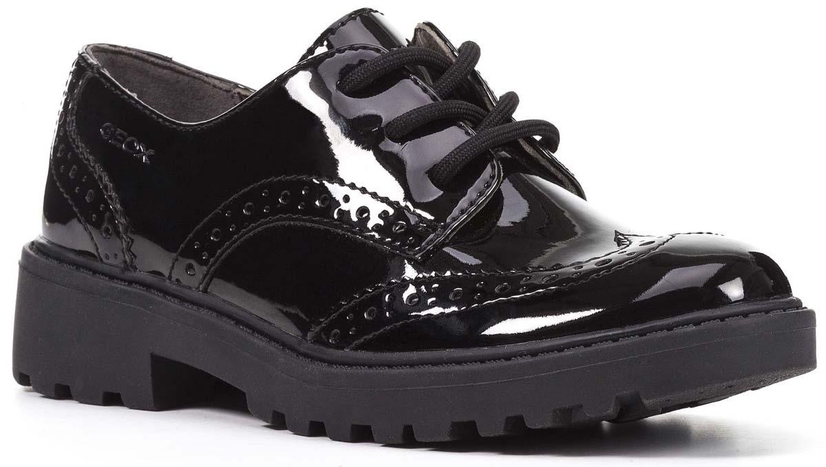 Полуботинки для девочки Geox, цвет: черный. J6420N000HHC9999. Размер 37J6420N000HHC9999Стильные полуботинки для девочки от Geox выполнены из искусственной кожи и оформлены декоративной перфорацией. Стелька из натуральной кожи обеспечит комфорт. Классическая шнуровка надежно зафиксирует модель на ноге. Подошва оснащена рифлением для лучшей сцепки с поверхностью. Модные полуботинки займут достойное место в гардеробе вашего ребенка.