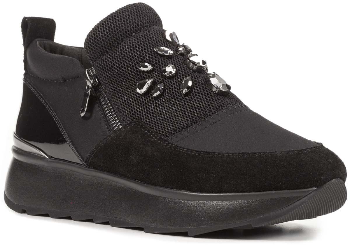 Ботинки женские Geox, цвет: черный. D745TA01522C9999. Размер 38D745TA01522C9999Стильные женские ботинки от Geox придутся вам по душе. Верх модели выполнен из высококачественных материалов. Модель дополнена на подъеме декоративными элементами. Эластичная резинка и застежка-молния надежно зафиксируют изделие на ноге. Стелька из текстиля обеспечивает комфорт. Подошва оснащена рифлением для лучшей сцепки с поверхностями. Удобные ботинки займут достойное место среди коллекции вашей обуви.