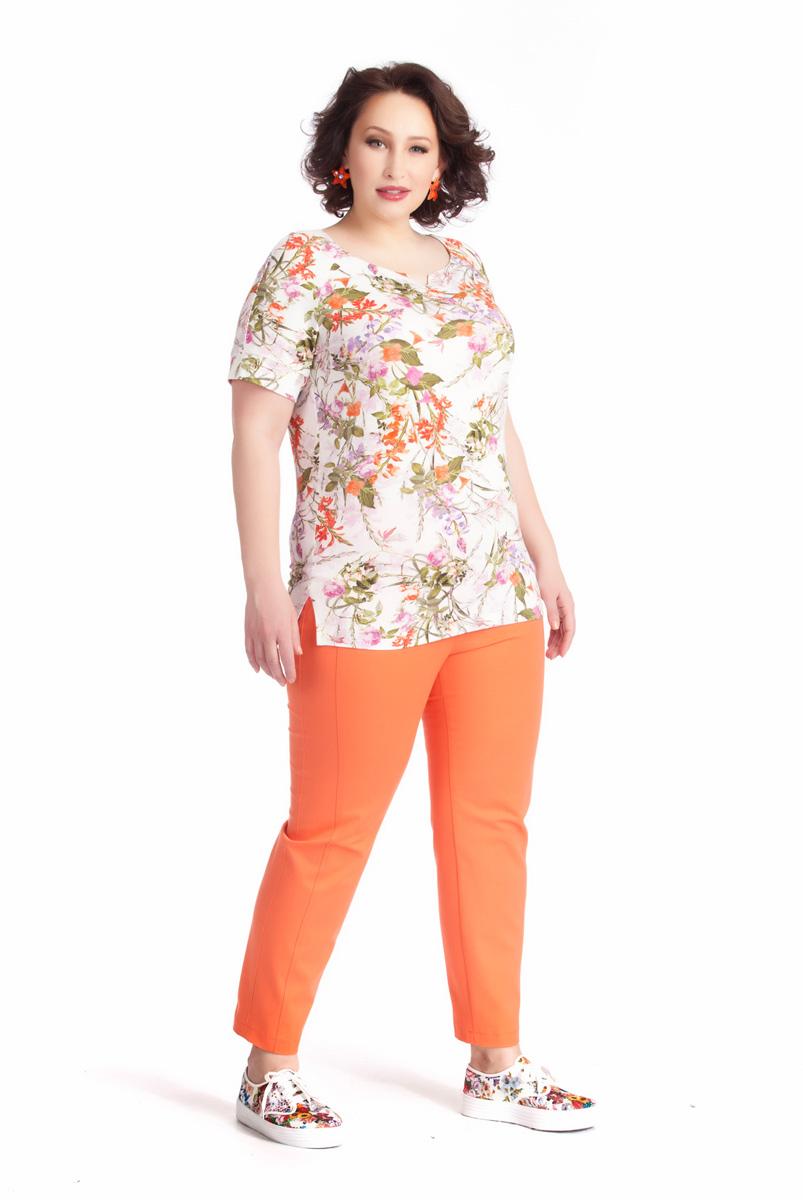 Блузка женская Averi, цвет: белый, оранжевый, оливковый. 1236. Размер 52 (56)1236Нежная женственная блузка Averi полуприлегающего силуэта выполнена из вискозного трикотажа с привлекательным цветочным принтом. Небольшие рукава-реглан длиной чуть выше локтя дополнены манжетами. Изюминка модели - аккуратный декоративный мысик на округлой горловине. Небольшие разрезы в боковых швах снизу обеспечивают идеальную посадку по линии бедер.