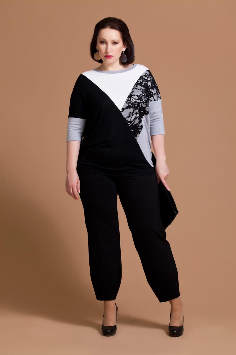Блузка женская Averi, цвет: белый, серый, черный. 1163. Размер 50 (54)1163Оригинальная блузка Averi выполнена из вискозы и полиэстера с добавлением эластана. Модель поделена на несколько сегментов разных цветов и дополнена кружевом. Блузка имеет свободный крой, скрывающий проблемные зоны, и вырез лодочку. Дизайнерский рукав ниже локтя несет нестандартное решение и придает изделию дорогой вид. Низ изделия дополнен втачной планкой.