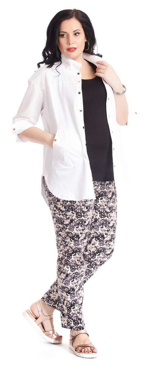 Брюки женские Averi, цвет: бежевый. 1219. Размер 60 (64)1219Классические зауженные брюки Averi выполнены из хлопка с добавлением эластана. Спереди брюки имеют декоративные подрезы, имитирующие боковые карманы. Подрезная кокетка сзади и эластичная тесьма-резинка в поясе брюк обеспечивают идеальную посадку в области талии. Сзади расположены накладные карманы. Брюки выполнены из облегченного хлопка-стрейч с неброским геометрическим принтом. Такие брюки - идеальное дополнение к однотонному верху.