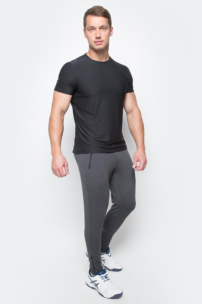 Брюки спортивные мужcкие Asics Knit Train Pant, цвет: темно-серый. 141082-0934. Размер M (48/50)141082-0934Спортивные мужские брюки Asics Knit Train Pant выполнены из эластичного хлопка с добавлением полиэстера. Модель-скинни плотно прилегает к телу и великолепно тянется, обеспечивая комфорт во время тренировок.Изделие имеет широкую эластичную резинку на поясе, объем талии регулируется при помощи внутреннего шнурка-кулиски. Брюки дополнены двумя втачными карманами на застежках-молниях спереди, а также оснащены застежками-молниями по низу брючин.