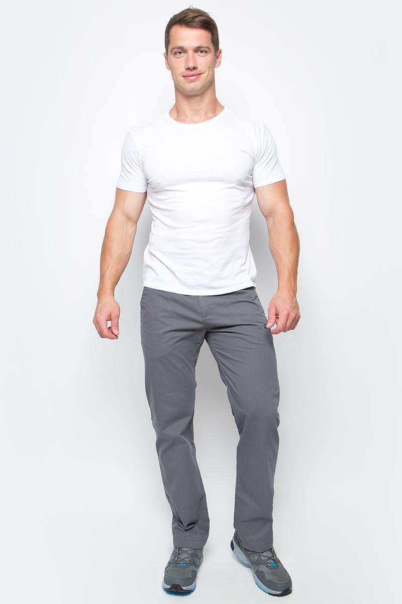 Брюки мужские Jack Wolfskin Drake Pants, цвет: серый. 1503811-6116. Размер 581503811-6116Брюки мужские Drake Pants изготовлены из ткани FUNCTION 65 с высоким содержанием натурального хлопка, что делает изделие мягким и приятным на ощупь. Ткань обладает защитой от влаги и ветра, а также отличается прочностью. Модель имеет прямой силуэт и стандартную талию. Застегивается на ширинку с молнией и пуговицу в поясе, также имеются шлевки для ремня. Брюки имеют два втачных кармана спереди и два накладных кармана сзади. Идеальный вариант для путешествий, хайкинга в горах и повседневной носки.