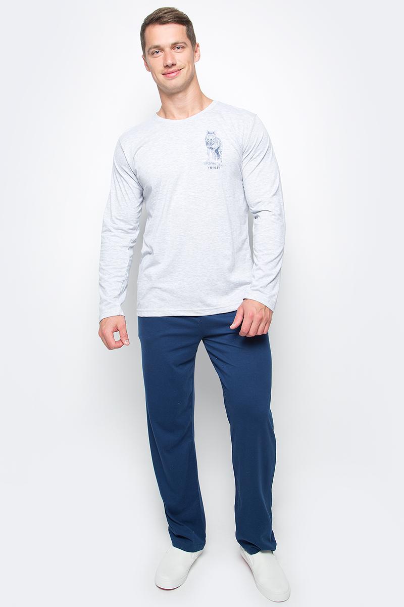 Комплект домашний мужской Vienettas Secret: лонгслив, брюки, цвет: серый, синий. 406051 4601. Размер XXXXL (56)406051 4601Мужской домашний комплект Vienettas Secret состоит из лонгслива и брюк. Комплект выполнен из 100% натурального хлопка. Лонгслив имеет круглый вырез горловины и длинные рукава. Брюки свободного кроя снабжены резинкой на талии. Комплект выполнен в двухцветном дизайне, а лонгслив дополнен изображением волка.