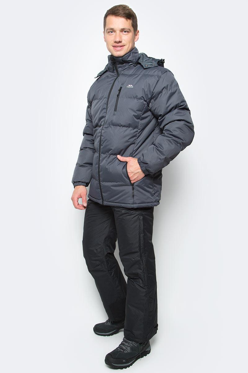 Куртка мужская Trespass Clip, цвет: серый. MAJKCAI20001. Размер L (52)MAJKCAI20001Великолепная теплая куртка для русской зимы Trespass Clip выполнена в спортивном стиле. Утеплитель ColdHeat 360 г/м2 (синтетический, микроволоконный с функцией быстрого отвода влаги и высоким уровнем теплозащиты и износостойкости). Каждый простроченный шов от иглы оставляет сотни отверстий, через которые влага может проникать внутрь куртки. Применение технологии Taped Seams - обработка швов термо-пластичесткой лентой под высоким давлением - запечатывает швы, тем самым препятствуя проникновению влаги внутрь куртки, дополнительно обеспечивая вашему телу сухость и комфорт. Материал верха защищает от влаги (влагозащита - 5 000мм) и имеет дополнительное усиление от разрыва. Утепленный регулируемый капюшон. Прекрасно подойдет как для города, так и для отдыха на природе.