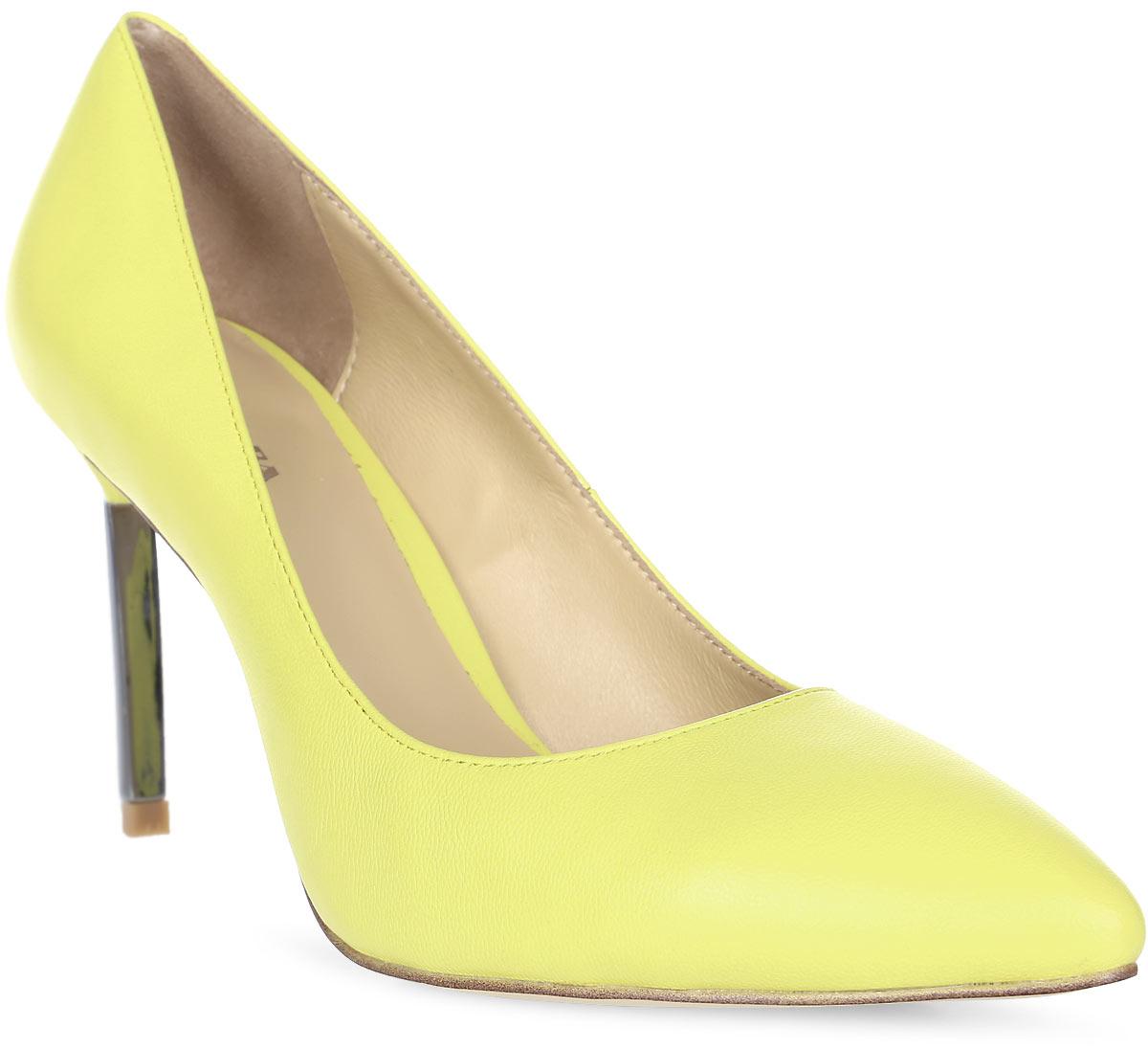 Туфли женские Alba, цвет: желтый. 11190-3-43502/63I S. Размер 3611190-3-43502/63I SЭлегантные туфли-лодочки Alba выполнены из натуральной кожи. Внутренняя поверхность и стелька из натуральной кожи обеспечат комфорт при движении. Подошва выполнена из резины. Модель имеет острый мысок и каблук-шпильку.