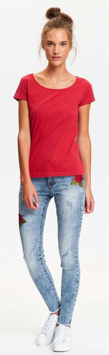 Футболка женская Top Secret, цвет: красный. SPO3289CE. Размер 36 (44)SPO3289CEМодная и стильная футболка Top Secret с коротким рукавом и круглым вырезом горловины выполнена из хлопка с добавлением эластана. Такая футболка займет достойное место в вашем гардеробе.