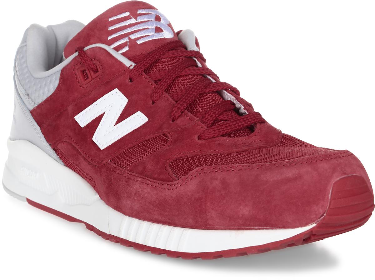 Кроссовки мужские New Balance 530, цвет: красный. M530SPC/D. Размер 9,5 (43)M530SPC/DМодель 530 New Balance, сочетающая в себе замшу и сетчатые вставки, идеальна в качестве вашей универсальной пары. По бокам обувь оформлена декоративными элементами в виде фирменного логотипа бренда, на язычке - фирменной нашивкой. Классическая шнуровка надежно зафиксирует изделие на ноге. Подкладка и стелька, изготовленные из текстиля, гарантируют уют и предотвращают натирание. Удобные кроссовки займут достойное место среди коллекции вашей обуви.