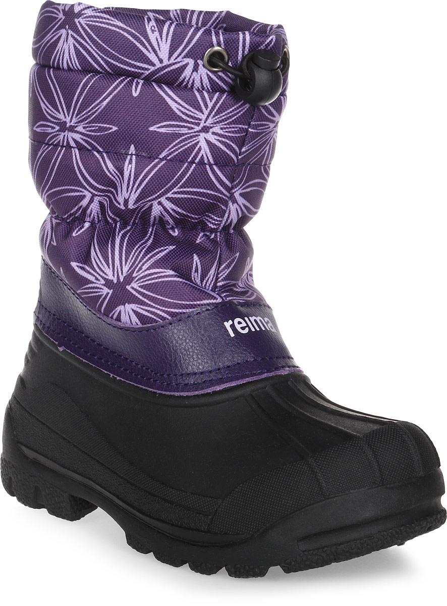 Сапоги детские Reima Nefar, цвет: фиолетовый, черный. 5693245931. Размер 245693245931Детские сапоги для снежной погоды Reima Nefar с подошвой из термапластичного каучука - очень популярная и надежная зимняя обувь. Сапоги утепленными голенищами великолепно подходят как для игр в снегу, так и для слякотных дождливых дней, потому что галошная часть изготовлена из совершенно водонепроницаемого и прочного термопластичного каучука. Обратите внимание, на рифленый узор на внешней стороне подошвы спереди каблука: это поможет предотвратить изнашивание штрипок комбинезонов и брюк. Теплая подкладка из текстиля согреет маленькие ножки во время зимних прогулок по морозу. Сапоги легко и быстро надеваются, имеется блокировка от снега на голенище. Благодаря светоотражающей детали на заднике вы сможете видеть ребенка в темноте.