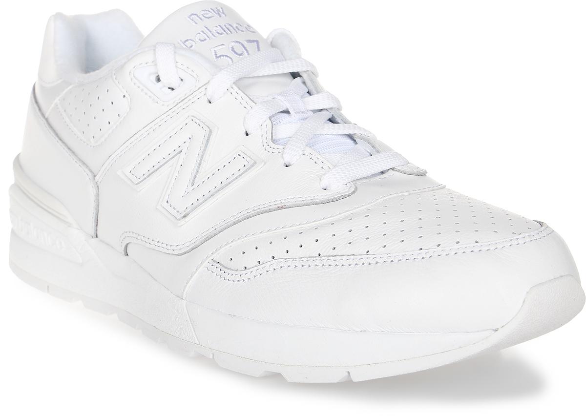 Кроссовки мужские New Balance 597, цвет: белый. ML597WHL/D. Размер 10,5 (44,5)ML597WHL/DСтильные мужские кроссовки от New Balance придутся вам по душе. Верх модели выполнен из высококачественныхматериалов. По бокам обувь оформлена, декоративными элементами в виде фирменного логотипа бренда, на язычке - фирменной нашивкой, задник логотипом бренда. Классическая шнуровка надежно зафиксирует изделие на ноге. Мягкая верхняя часть и стелька, изготовленные из текстиля, гарантируют уют и предотвращают натирание. Подошва оснащена рифлением для лучшей сцепки с поверхностями. Удобные кроссовки займут достойное место среди коллекции вашей обуви.