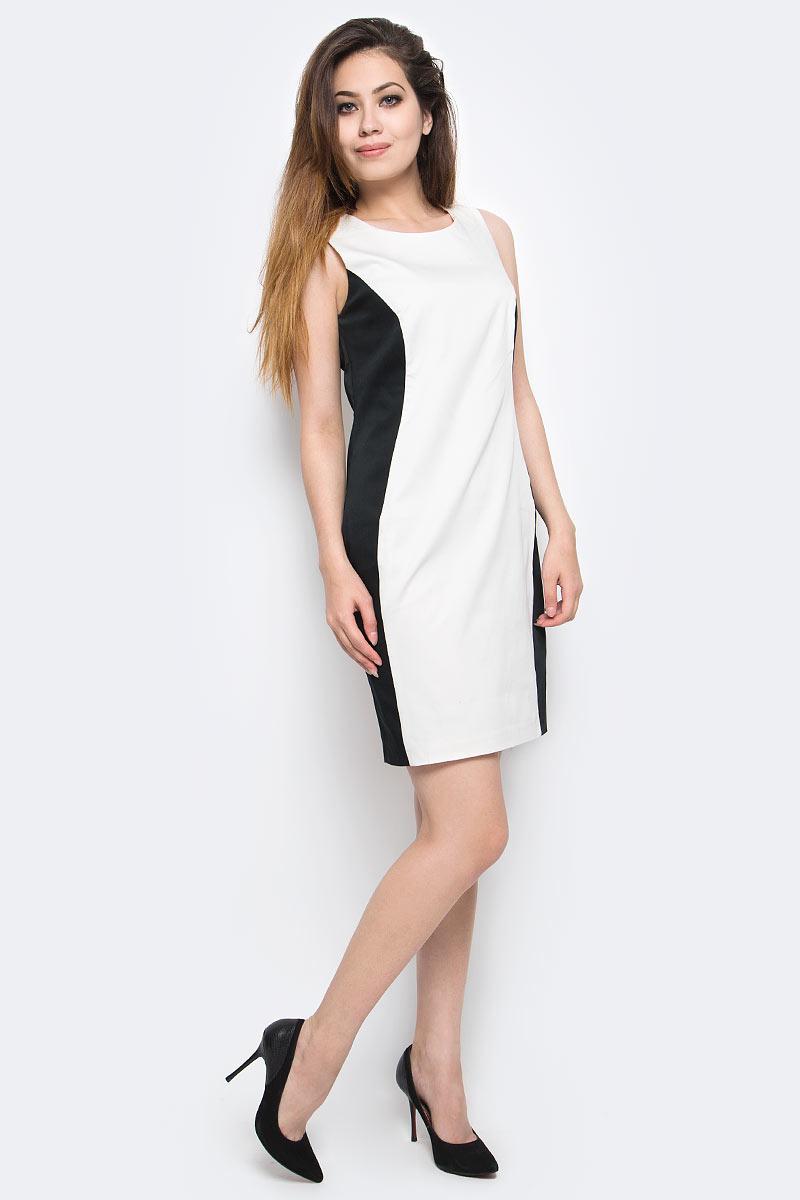 Платье Milton, цвет: белый. WD-2416V. Размер 44WD-2416VПлатье полуприлегающего силуэта без рукавов выполнено из трикотажа двух контрастных цветов. Модель застегивается на потайную застежку-молнию.