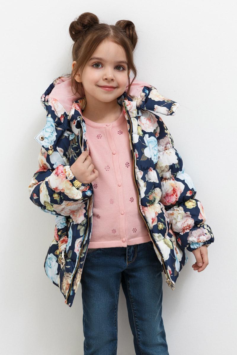 Куртка для девочки Overmoon Acrija, цвет: мультиколор. 21220130012_8000. Размер 10421220130012_8000Стильная куртка для девочки Acrija выполнена из 100% полиэстера. Модель имеет длинные рукава с манжетами на резинке, воротник-стойку, капюшон с застежкой на кнопки и регулировкой объема. Куртка застегивается на молнию, застежка дополнена внутренней ветрозащитной планкой. Модель украшена ярким цветочным принтом и снабжена эластичным поясом с металлической пряжкой.