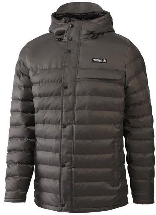 Куртка мужская Reebok F Long Jacket, цвет: серый. BQ2752. Размер M (48/50)BQ2752Мужская куртка Reebok выполнена из полиамида. Высокий воротник и эластичные манжеты для защиты от непогоды и оптимальной посадки. Модель застегивается на застежку-молнию и дополнена ветрозащитным клапаном на кнопках. Спереди расположено два прорезных кармана. Куртка дополнена логотипом бренда.