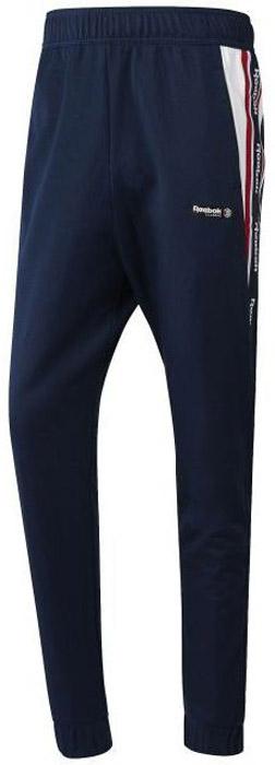 Брюки спортивные мужские Reebok F Franchise Trackpa, цвет: темно-синий. BQ5413. Размер M (48/50)BQ5413Спортивные мужские брюки Reebok выполнены из натурального хлопка. Модель дополнена по боком двумя прорезными карманами и одним карманом сзади. Эластичный пояс и контрастный внутренний шнурок, обеспечат оптимальную посадку. Модель дополнена логотипом бренда и эффектными графическими вставками по бокам.