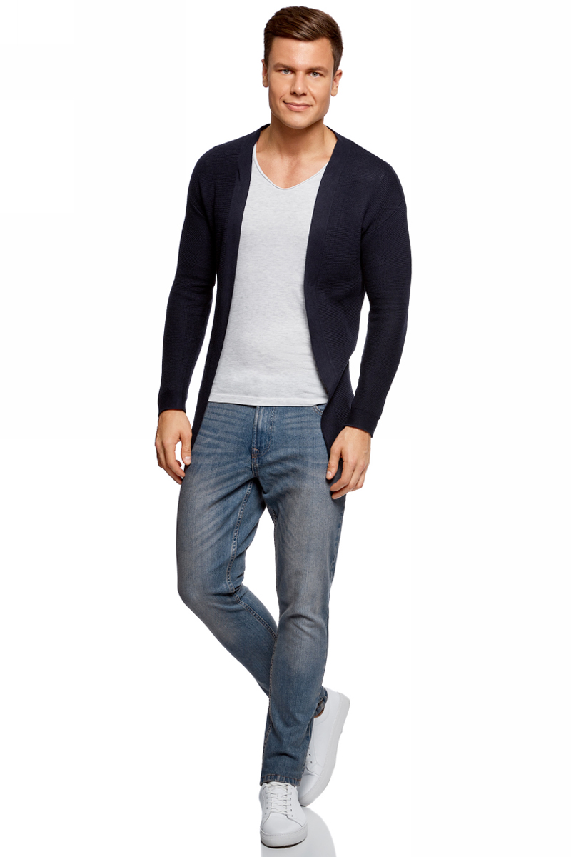 Джинсы мужские oodji Basic, цвет: синий джинс. 6B120050M/45594/7500W. Размер 33-34 (52-34)6B120050M/45594/7500WДжинсы oodji изготовлены из качественного материала на основе хлопка. Джинсы застегиваются на пуговицу в поясе и ширинку на застежке-молнии, дополнены шлевками для ремня. Спереди модель дополнена двумя втачными карманами, одним маленьким накладным, а сзади - двумя накладными карманами. Изделие дополнено декоративными потертостями.