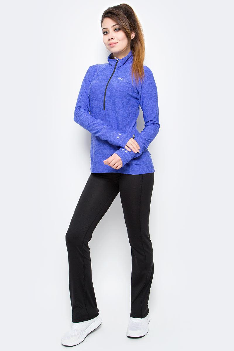 Лонгслив женский Puma L S 1 2 Zip Heather Top W, цвет: синий. 51432103. Размер L (48)514321_03Лонгслив изготовлен с использованием высокофункциональной технологии warmCell, которая благодаря дышащим свойствам материала удерживает тепло и сохраняет оптимальную температуру вашего тела даже в холодную погоду. Легкий начес с изнанки добавляет уюта и создает дополнительное тепло. Плоские швы не натирают кожу и обеспечивают полный комфорт. Особый покрой рукавов создает полную свободу движений. Удлиненные манжеты с отверстиями для большого пальца надежно защитят ваши руки от холода, сделав зимнюю прогулку или пробежку еще приятнее. Изделие декорировано спереди и сзади логотипом и другими элементами из светоотражающего материала, включая язычок застежки-молнии, благодаря чему вас хорошо видно с любого ракурса в темное время суток. Карман на молнии сбоку обеспечит сохранность ваших вещей. Дополнительное удобство создает петля внутри на подкладке для регулировки длины шнура наушников.