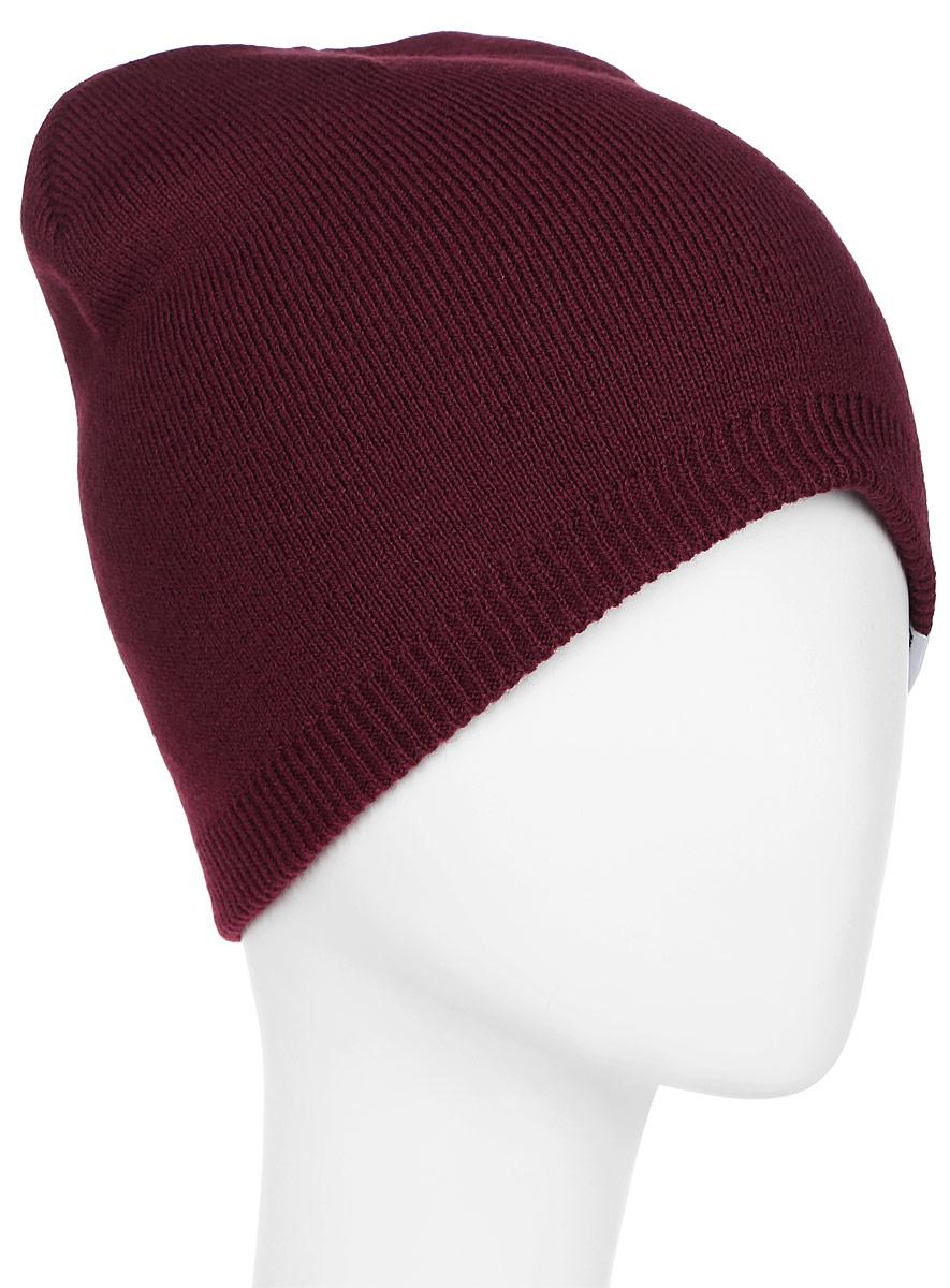 Шапка Converse Core Knit Beanie, цвет: бордовый. 527550. Размер универсальный527550Стильная вязаная шапка Converse Core Knit Beanie дополнит ваш наряд и не позволит вам замерзнуть в прохладное время года. Шапка выполнена из высококачественного акрила. Модель понизу связана резинкой. Спереди шапка оформлена фирменной нашивкой.