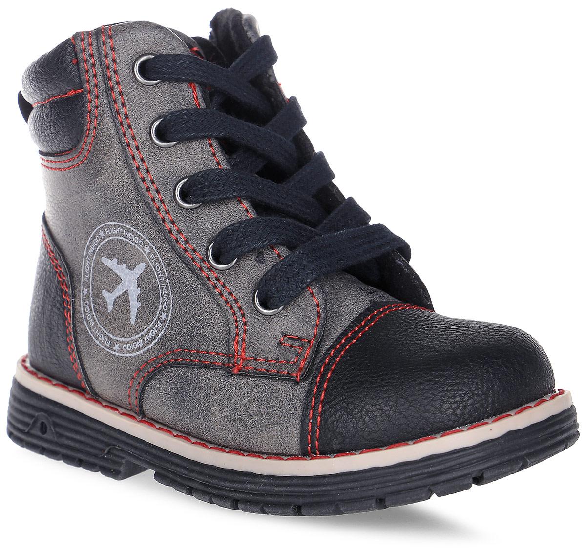 Ботинки для мальчика Indigo Kids, цвет: черный. 51-247A/12. Размер 2151-247A/12Очаровательные детские ботинки от Indigo Kids заинтересуют вашего модника с первого взгляда. Модель выполнена из искусственной кожи. Внутренняя поверхность и стелька выполненные из байки, предотвращают натирание и гарантируют комфорт. Подъем дополнен классической шнуровкой, которая обеспечивает плотное прилегание модели к стопе и регулирует объем. Ботинки застегиваются на застежку-молнию, расположенную на одной из боковых сторон. Подошваоснащена рифлением для лучшей сцепки с поверхностью.