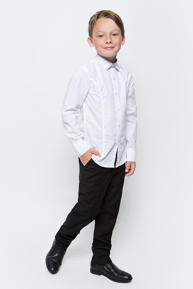 Рубашка для мальчика Vitacci, цвет: светло-серый. 1173019М-02. Размер 1761173019-02/1173019М-02Классическая школьная рубашка для мальчика от Vitacci выполнена из хлопка с добавлением полиэстера. Модель имеет длинные рукава с манжетами на пуговицах и отложной воротник, застегивается на пуговицы.
