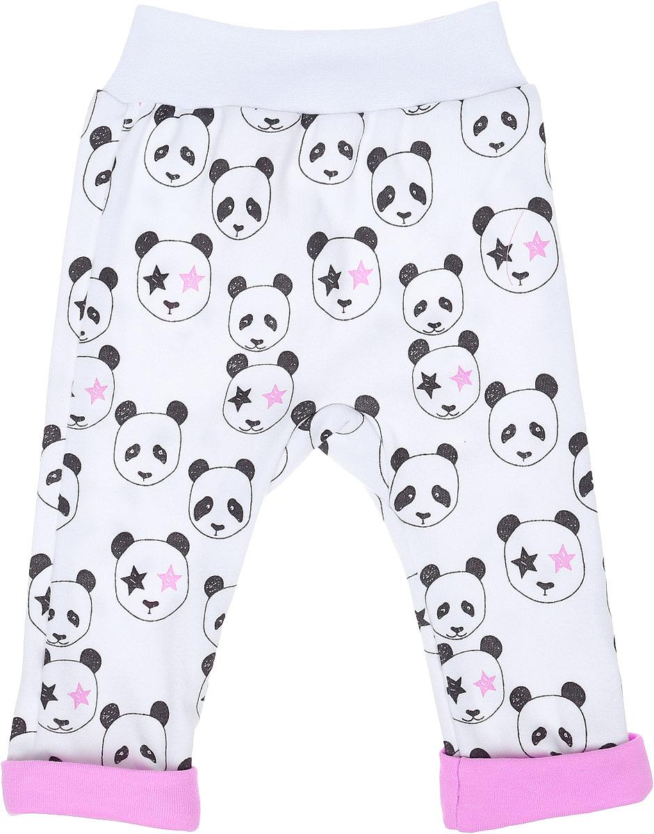 Ползунки для девочки КотМарКот Панда Rock, цвет: светло-бежевый, розовый. 5825. Размер 685825Удобные ползунки с открытыми ножками КотМарКот Панда Rock изготовлены из интерлока и оформлены ярким принтом с изображением панд. Модель с декоративными отворотами стандартной посадки на поясе имеет широкую эластичную резинку, которая плотно облегает, но не сдавливает животик ребенка.Материал ползунков мягкий и тактильно приятный, не раздражает нежную кожу ребенка и хорошо пропускает воздух. Изделие полностью соответствует особенностям жизни ребенка в ранний период, не стесняя и не ограничивая его в движениях.