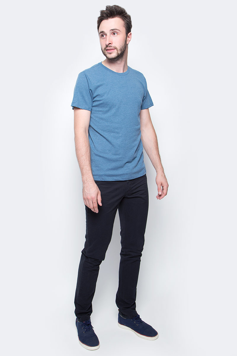 Брюки мужские Sela, цвет: черный. P-215/056-7340. Размер 54P-215/056-7340Стильные мужские брюки Sela выполнены из 100% хлопка. Модель застегивается на ширинку с молнией и пуговицу в поясе. На поясе имеются шлевки для ремня. Брюки имеют пятикарманный крой: два втачных кармана и один накладной кармашек спереди, два накладных кармана сзади.
