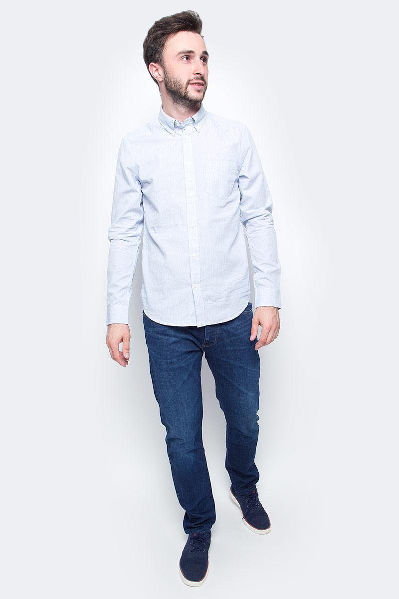 Рубашка мужская Wrangler, цвет: белый, голубой. W58834RAN. Размер S (46)W58834RANМужская рубашка Wrangler с длинными рукавами и отложным воротником выполнена из качественного хлопка. Изделие застегивается на пуговицы, имеется нагрудный накладной карман. Манжеты рукавов застегиваются на пуговицы, низ изделия закруглен.