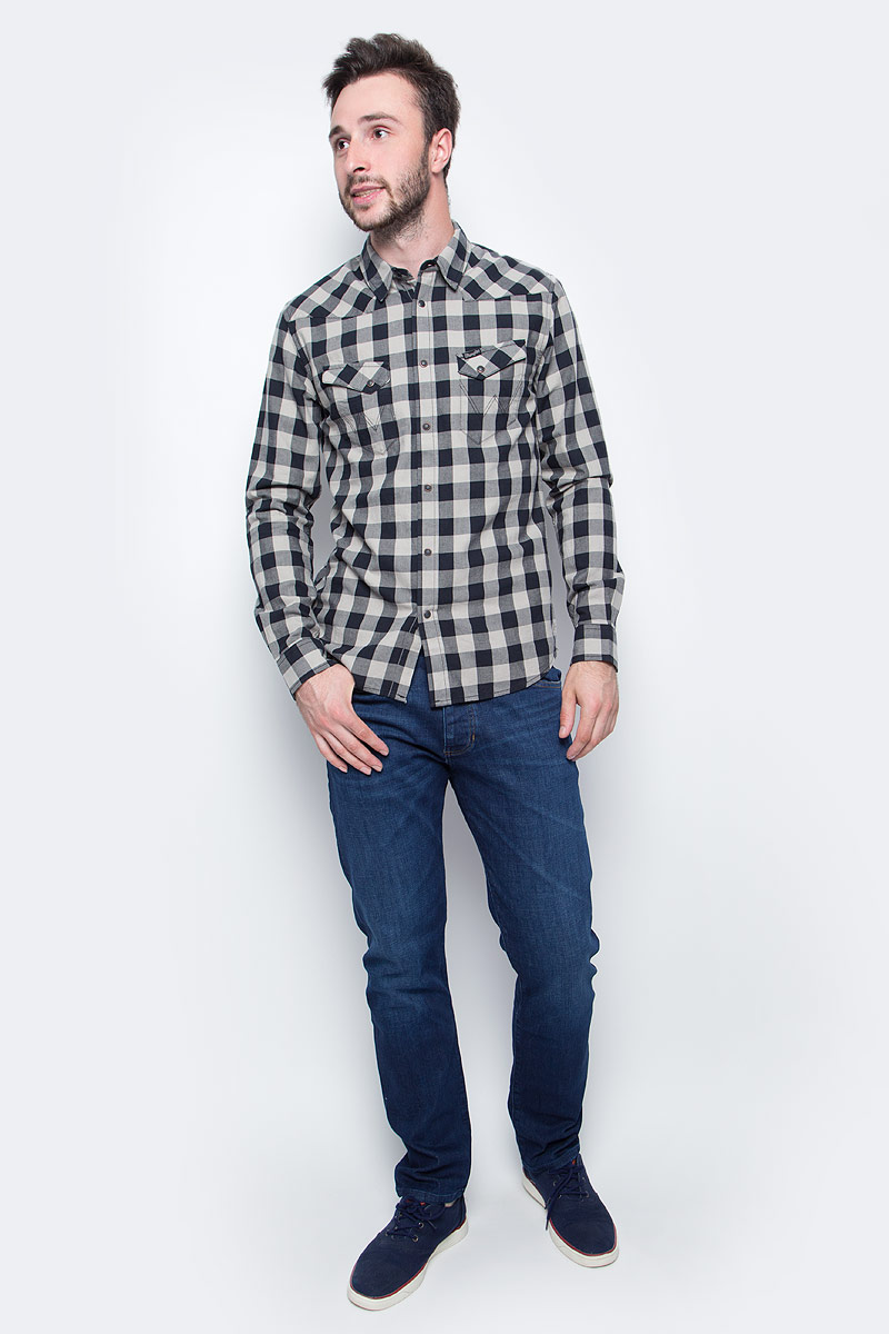 Рубашка мужская Wrangler, цвет: черный, белый. W57164B01. Размер M (48)W57164B01Мужская рубашка Wrangler с длинными рукавами и отложным воротником выполнена из качественного хлопка. Изделие застегивается на кнопки, имеются нагрудные накладные карманы. Манжеты рукавов дополнены застежками-кнопками, низ изделия закруглен.