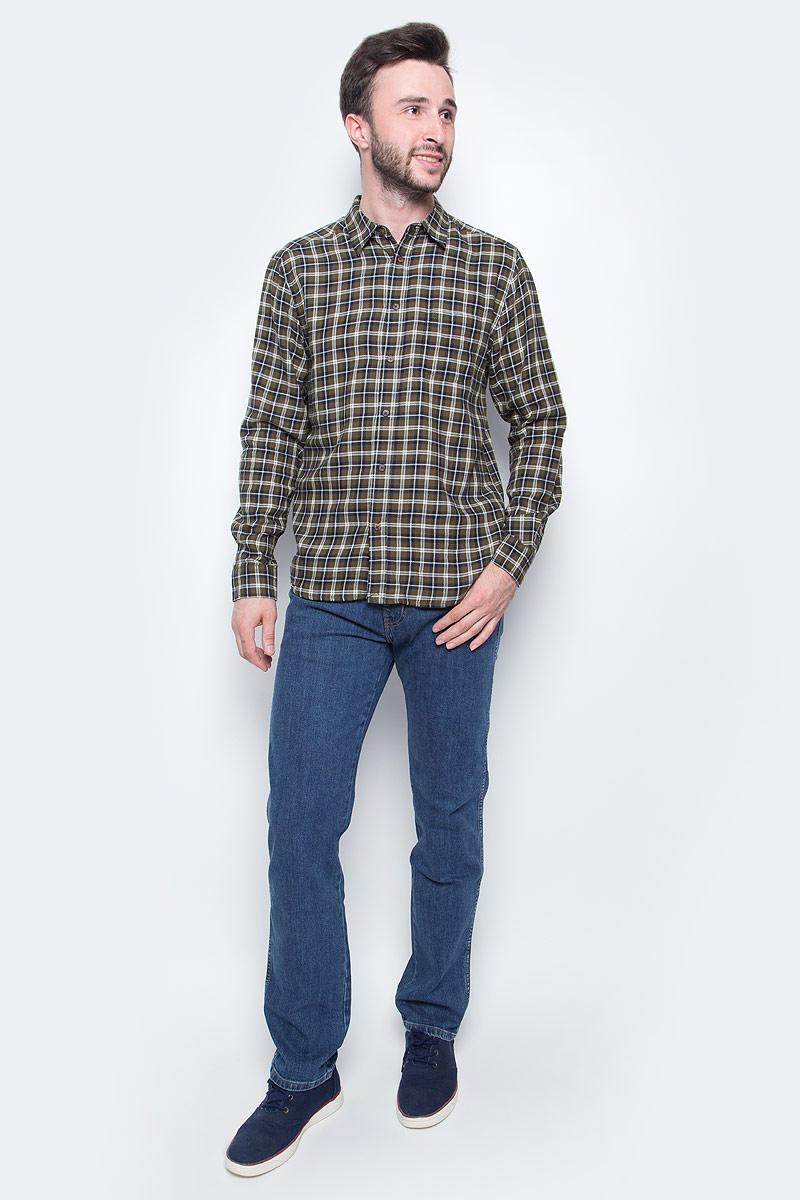 Джинсы мужские Wrangler, цвет: синий. W12OXG77O. Размер 40-34 (56-34)W12OXG77OКлассические мужские джинсы изготовлены на основе хлопка. Джинсы застегиваются на пуговицу в поясе и ширинку на застежке-молнии, дополнены шлевками для ремня. Спереди модель дополнена двумя втачными карманами, одним маленьким накладным, а сзади - двумя накладными карманами.
