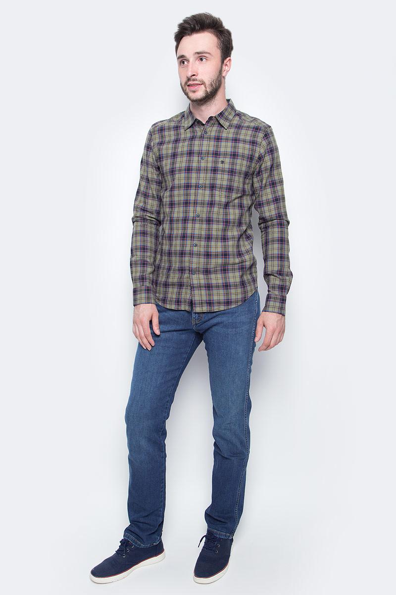 Джинсы мужские Wrangler, цвет: синий. W12O3339E. Размер 34-34 (50-34)W12O3339EКлассические мужские джинсы изготовлены на основе хлопка. Джинсы застегиваются на пуговицу в поясе и ширинку на застежке-молнии, дополнены шлевками для ремня. Спереди модель дополнена двумя втачными карманами, одним маленьким накладным, а сзади - двумя накладными карманами.