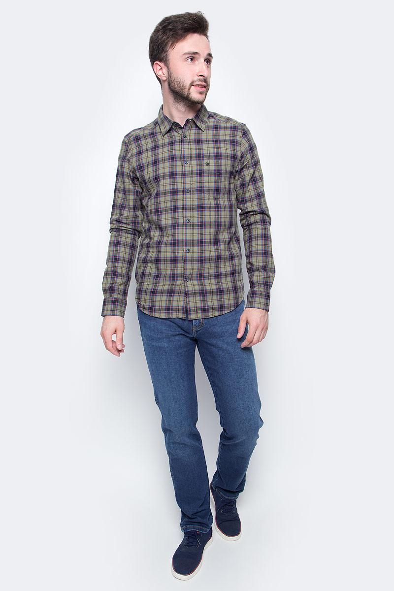 Рубашка мужская Wrangler, цвет: оливковый, серый. W5975NP1X. Размер S (46)W5975NP1XМужская рубашка Wrangler с длинными рукавами и отложным воротником выполнена из качественного хлопка. Изделие застегивается на пуговицы, имеется нагрудный накладной карман. Манжеты рукавов дополнены застежками-пуговицами.