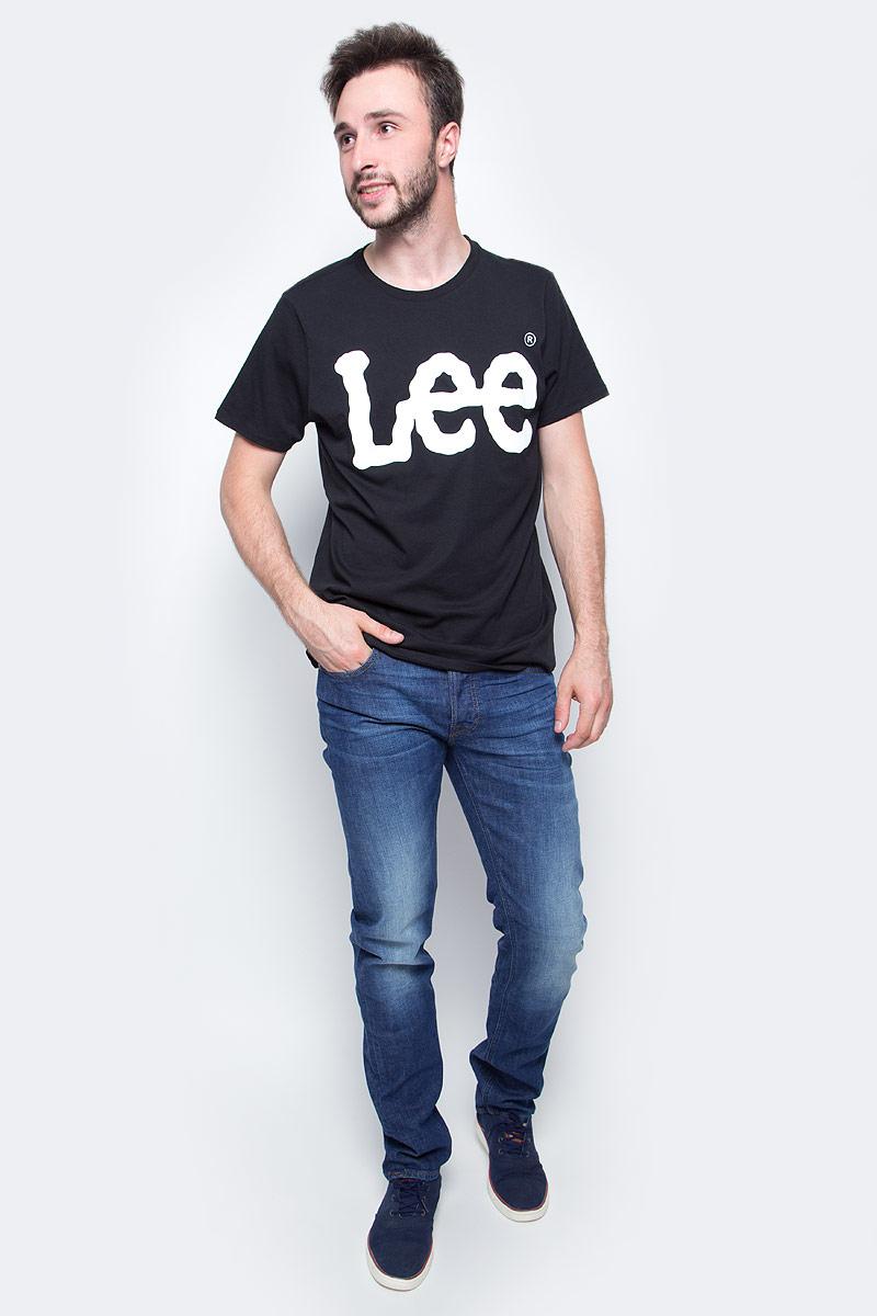 Футболка мужская Lee, цвет: черный. L62AAI01. Размер M (48)L62AAI01Мужская футболка Lee с коротким рукавом и круглым вырезом горловины выполнена из натурального хлопка. Модель оформлена крупной надписью.