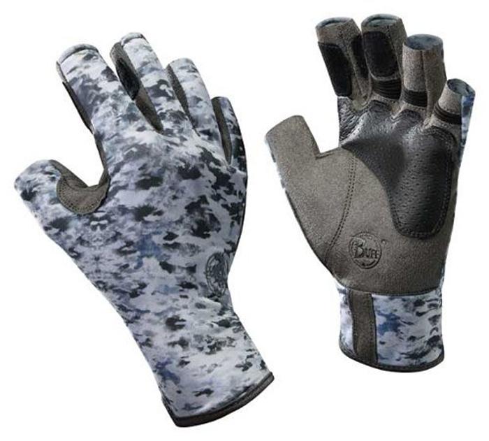 Перчатки рыболовные Buff Angler Fish Camo, цвет: серо-белый камуфляж. 15204. Размер M/L (7,5-8)Angler Fish CamoТехнологичные рыболовные перчатки с креативным дизайном Pro Angler Fish Camo выполнены из прочной стрейчевой ткани. Прекрасно облегают кисть, защищают от проникновения влаги и физических повреждений кожи. Ладонь перчатки не скользит при соприкосновении с мокрой поверхностью. Перчатки имеют фактор защиты от солнца UPF 50+, при этом прекрасно дышат и обеспечивают комфорт. Модель имеет открытые пальцы и удлиненную манжету.
