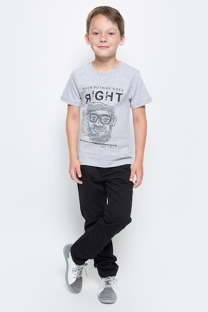 Футболка для мальчика LeadGen, цвет: серый. B613043312-171. Размер 128B613043312-171Футболка для мальчика LeadGen выполнена из натурального хлопкового трикотажа. Модель с короткими рукавами и круглым вырезом горловины спереди оформлена принтом.