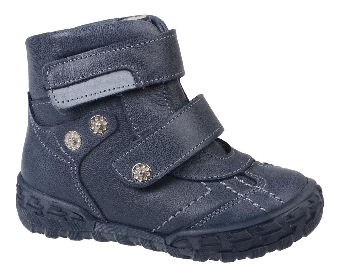 Ботинки для мальчика Тотто, цвет: темно-синий. 238-М-БП. Размер 23238-М-БПБотинки для мальчика Тотто - это ортопедическая обувь, которая помогает правильному формированию стопы ребенка. Такая обувь необходима в детском возрасте для коррекции стоп при плоскостопии и вальгусной деформации, а также для профилактики этих состояний. Она обеспечивает правильное распределение нагрузки на передний отдел стопы и пятку, за счет чего малыш лучше удерживает равновесие и чувствует себя более уверенно. Обувь Тотто идеально подходит для детей, которые только начали ходить.Верх ботинок выполнен из натуральной кожи. Подошва изготовлена из легкой, гибкой и прочной резины, она смягчает удары от соприкосновения обуви с поверхностью, защищая детскую ножку от травм. Протектор подошвы обеспечивает надежное сцепление с землей или асфальтом. Внутренняя поверхность и стелька отделаны байкой. Ботинки застегиваются с помощью ремешков на липучки, благодаря которым можно регулировать объем обуви. Весь модельный ряд Тотто характеризует: плотный захват голеностопа, мягкие нейтрализующие швы, жесткий задник продлен до середины стопы, стельки со сводоподдерживающим эффектом, натуральная кожа.