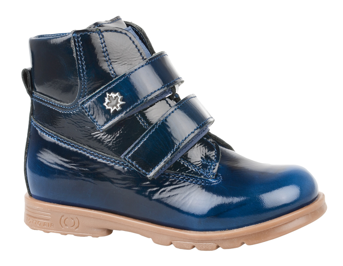 Ботинки для мальчика Тотто, цвет: синий. 126-БП. Размер 21126-БПБотинки для мальчика Тотто - это ортопедическая обувь, которая помогает правильному формированию стопы ребенка. Такая обувь необходима в детском возрасте для коррекции стоп при плоскостопии и вальгусной деформации, а также для профилактики этих состояний. Она обеспечивает правильное распределение нагрузки на передний отдел стопы и пятку, за счет чего малыш лучше удерживает равновесие и чувствует себя более уверенно. Обувь Тотто идеально подходит для детей, которые только начали ходить.Верх ботинок выполнен из натуральной лаковой кожи. Подошва изготовлена из легкой, гибкой и прочной резины, она смягчает удары от соприкосновения обуви с поверхностью, защищая детскую ножку от травм. Рельеф подошвы обеспечивает надежное сцепление с землей или асфальтом. Внутренняя поверхность и стелька отделаны байкой. Ботинки застегиваются с помощью ремешков на липучки, благодаря которым можно регулировать объем обуви. Весь модельный ряд Тотто характеризует: плотный захват голеностопа, мягкие нейтрализующие швы, жесткий задник продлен до середины стопы, стельки со сводоподдерживающим эффектом, натуральная кожа.