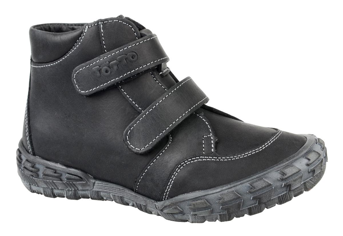 Ботинки для мальчика Тотто, цвет: черный, серый. 201-БП. Размер 26201-БПБотинки для мальчика Тотто - это ортопедическая обувь, которая помогает правильному формированию стопы ребенка. Такая обувь необходима в детском возрасте для коррекции стоп при плоскостопии и вальгусной деформации, а также для профилактики этих состояний. Она обеспечивает правильное распределение нагрузки на передний отдел стопы и пятку, за счет чего малыш лучше удерживает равновесие и чувствует себя более уверенно. Обувь Тотто идеально подходит для детей, которые только начали ходить.Верх ботинок выполнен из натуральной кожи. Подошва изготовлена из легкой, гибкой и прочной резины, она смягчает удары от соприкосновения обуви с поверхностью, защищая детскую ножку от травм. Протектор подошвы обеспечивает надежное сцепление с землей или асфальтом. Внутренняя поверхность и стелька отделаны байкой. Ботинки застегиваются с помощью ремешков на липучки, благодаря которым можно регулировать объем обуви. Весь модельный ряд Тотто характеризует: плотный захват голеностопа, мягкие нейтрализующие швы, жесткий задник продлен до середины стопы, стельки со сводоподдерживающим эффектом, натуральная кожа.