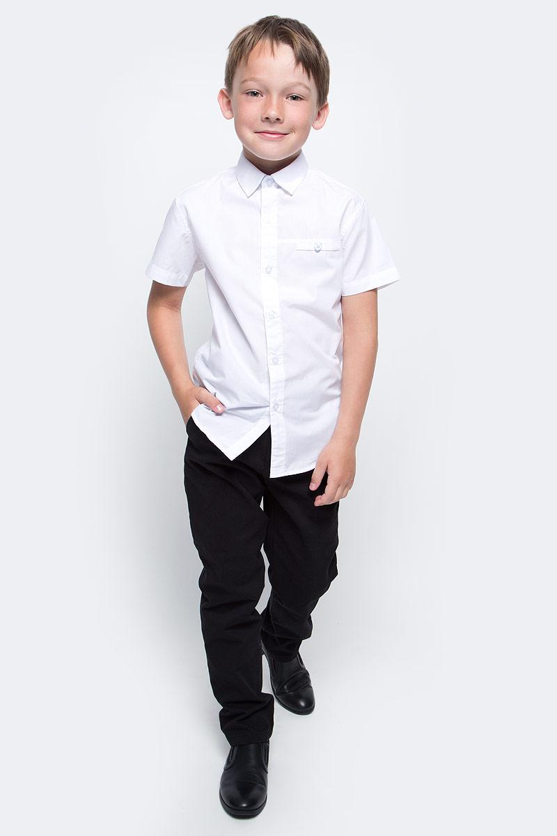 Рубашка для мальчика Vitacci, цвет: белый. 1173027-01. Размер 1221173027-01/1173027М-01Рубашка для мальчика выполнена из хлопка. Модель с отложным воротником и короткими рукавами застегивается на пуговицы.
