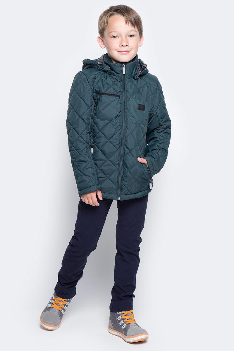 Куртка для мальчика Boom!, цвет: темно-зеленый. 70014_BOB_вар.2. Размер 98, 3-4 года70014_BOB_вар.2Стильная куртка для мальчика Boom! изготовлена из 100% полиэстера. В качестве утеплителя используется синтепон - 100% полиэстер. Куртка с съемным капюшоном застегивается на пластиковую застежку-молнию с защитой подбородка. Капюшон регулируется при помощи эластичного шнурка со стопперами. По бокам предусмотрены два прорезных кармана на застежках-молниях и два накладных кармана на груди.