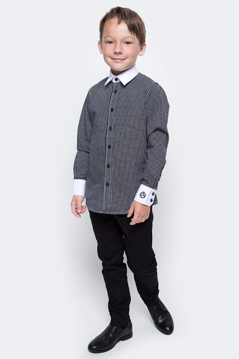 Рубашка для мальчика Gulliver, цвет: черный, белый. 217GSBC2317. Размер 164217GSBC2317Купить рубашку для мальчика - в преддверии учебного сезона, это самая распространенная задача родителей школьников. При всем богатстве выбора, купить рубашку высокого качества не очень просто. Школьная рубашка должна отлично выглядеть, хорошо сидеть, соответствовать актуальной форме, быть всегда свежей и простой в уходе. Именно поэтому состав, плотность и текстура материала имеет большое значение! Рубашка в мелкую клетку - тренд сезона! Она не нарушает школьный дресс-код, но делает повседневный Look ярче и интереснее, создавая позитивное настроение. Белая отделка: внутренняя часть планки и воротник, а также контрастная форменная вышивка на манжете придают модели выразительность и индивидуальность.