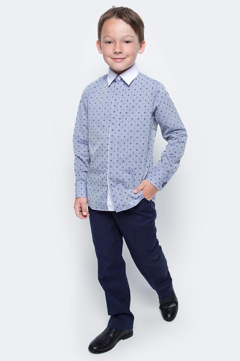 Рубашка для мальчика Gulliver, цвет: синий. 217GSBC2310. Размер 146217GSBC2310При всем богатстве выбора, купить рубашку для мальчика высокого качества не очень просто. Школьная рубашка должна отлично выглядеть, хорошо сидеть, соответствовать актуальной форме, быть всегда свежей, выглаженной и опрятной. Именно поэтому состав, плотность и текстура материала имеет большое значение! Синяя рубашка с мелким рисунком - тренд сезона! Она не нарушает школьный дресс-код, но делает повседневный Look ярче и интереснее, создавая позитивное настроение. Контрастная отделка суппатной планки, белый воротник и деликатная фирменная вышивка на манжете придает модели выразительность и индивидуальность.