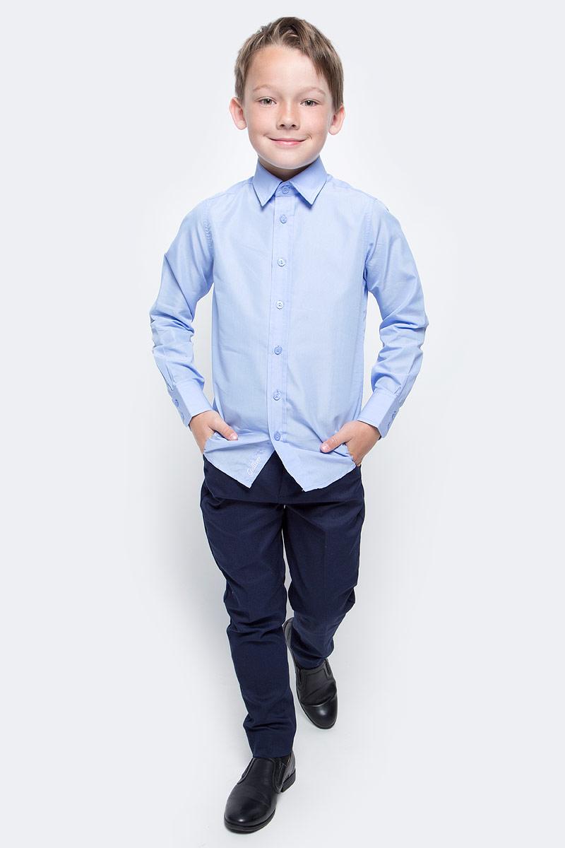 Рубашка для мальчика Gulliver, цвет: голубой. 217GSBC2301. Размер 146217GSBC2301Школьная рубашка - классика жанра! Строгая, лаконичная, элегантная рубашка для школы настроит на серьезный и ответственный подход к делу. Хороший состав, качество и текстура ткани, модный силуэт, актуальная форма воротника делают рубашку отличным решением на каждый день, позволяющим ребенку чувствовать себя уверенно и достойно. Если вы хотите купить рубашку для ежедневного комфорта и отличного внешнего вида ребенка, детская рубашка от Gulliver- лучшее решение. Она сделает образ ученика стильным, свежим, интересным.