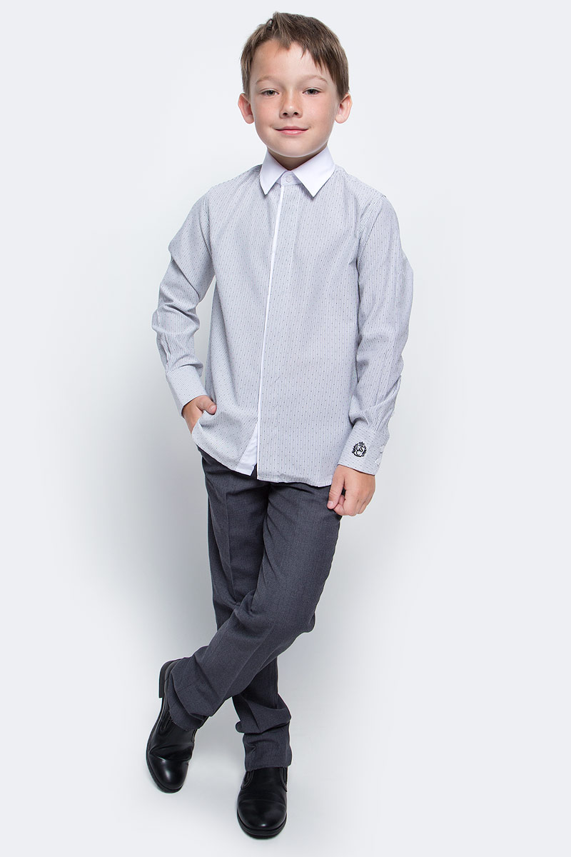 Рубашка для мальчика Gulliver, цвет: серый. 217GSBC2309. Размер 134217GSBC2309При всем богатстве выбора, купить рубашку для мальчика высокого качества не очень просто. Школьная рубашка должна отлично выглядеть, хорошо сидеть, соответствовать актуальной форме, быть всегда свежей, выглаженной и опрятной. Именно поэтому состав, плотность и текстура материала имеют большое значение! Рубашка в полоску - тренд сезона! Она не нарушает школьный дресс-код, но делает повседневный Look ярче и интереснее. Контрастный воротник, закрытая суппатная планка, деликатная фирменная вышивка на манжете придают модели индивидуальные черты. Хорошая школьная рубашка сделает каждый день ребенка комфортным.