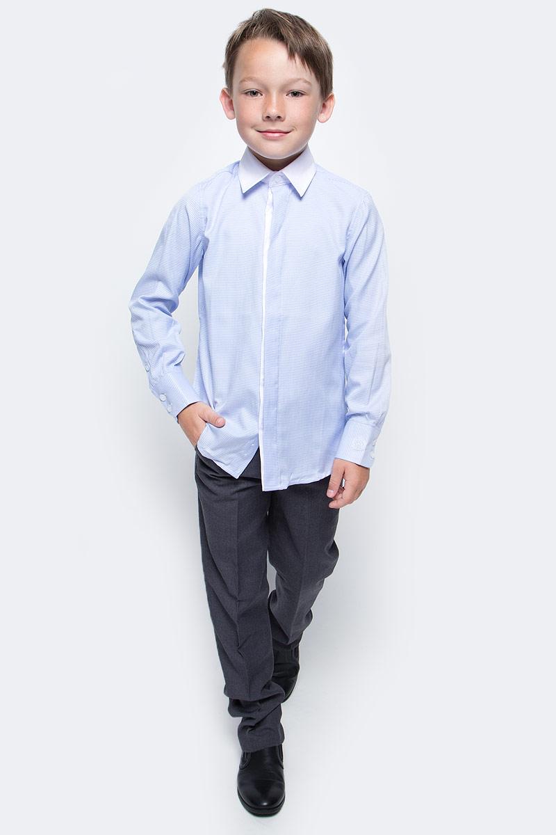Рубашка для мальчика Gulliver, цвет: голубой. 217GSBC2312. Размер 140217GSBC2312Купить рубашки для мальчиков - в преддверии учебного сезона, это самая распространенная задача родителей школьников. Школьные рубашки должны быть строгими, элегантными, стильными. Они обязаны соответствовать принятому дресс-коду, но не лишать ученика индивидуальности. Именно такая рубашка от Gulliver позволит чувствовать себя уверенно и достойно. Хороший состав и качество ткани, модный силуэт, актуальная форма воротника делают рубашку от Gulliver отличным решением на каждый день. Деликатная отделка: контрастная внутренняя планка и белый воротник придают модели индивидуальные черты.