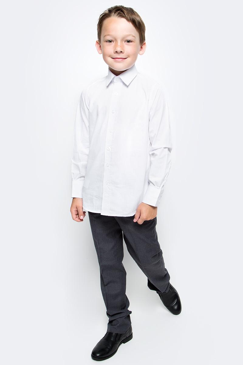 Рубашка для мальчика Gulliver, цвет: белый. 217GSBC2319. Размер 158217GSBC2319Строгая, лаконичная, элегантная рубашка для школы настроит на серьезный и ответственный подход к делу. Хороший состав и качество ткани, модный силуэт, актуальная форма воротника делают рубашку от Gulliver отличным решением на каждый день, позволяющим ребенку быть всегда свежим, опрятным, аккуратным. Купить рубашку стоит вместе с темным или ярким галстуком для создания завершенного образа ученика.