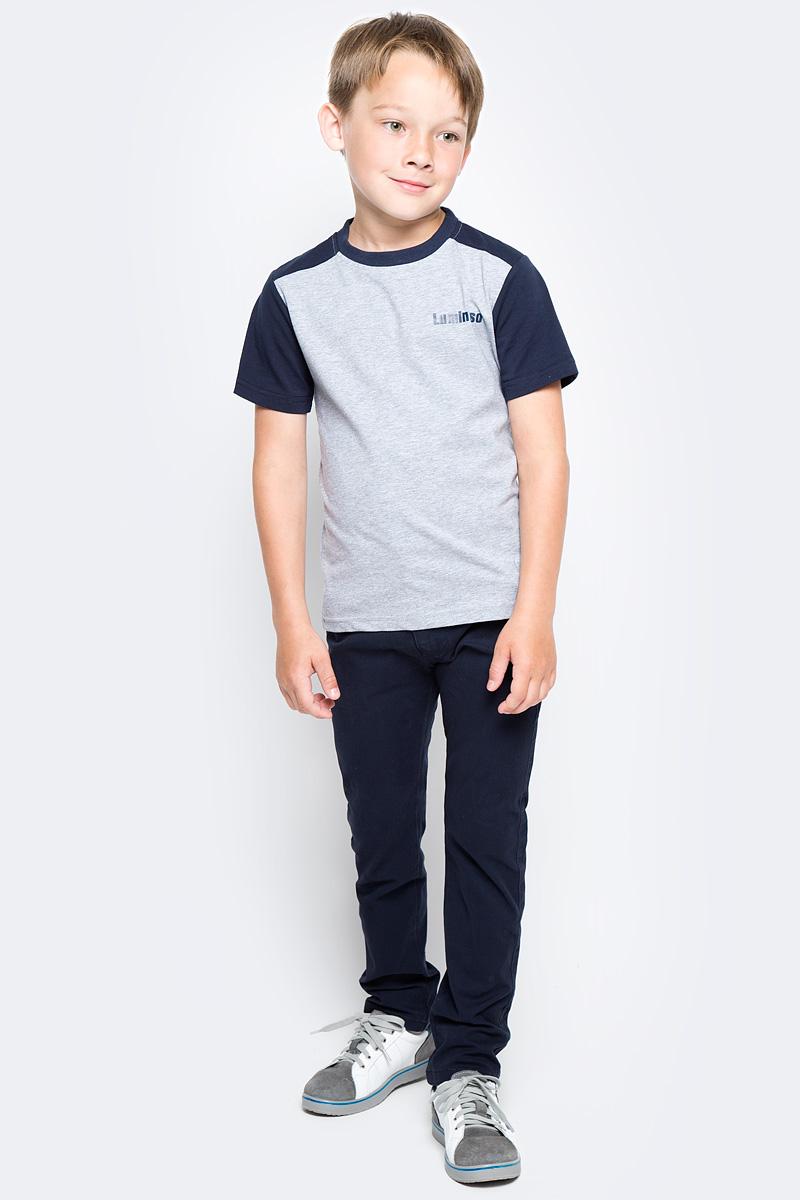 Футболка для мальчика Luminoso, цвет: серый меланж, темно-синий. 727085. Размер 122727085Базовая футболка для мальчика Luminoso выполнена из хлопка с добавлением эластана. Модель имеет короткие рукава и круглый вырез горловины. На груди футболка дополнена надписью с названием бренда.