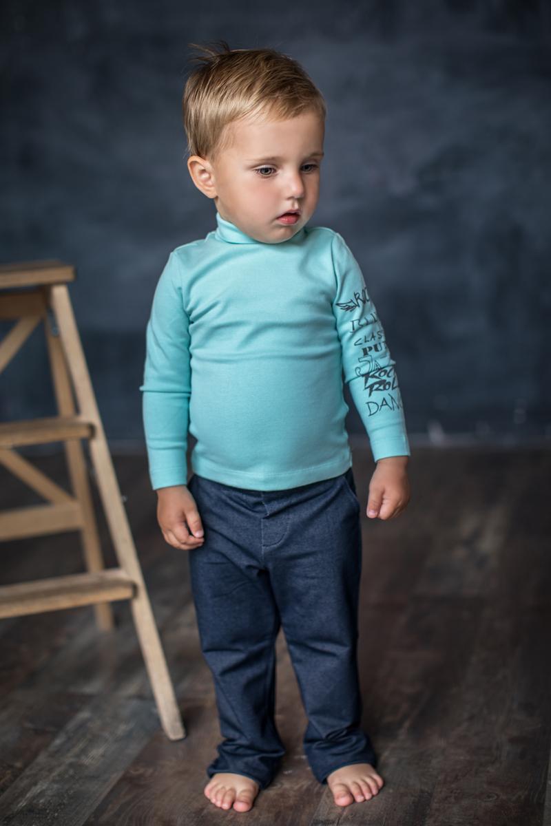 Водолазка для мальчика Мамуляндия Music, цвет: голубой. 17-0306. Размер 11017-0306Водолазка для мальчика Мамуляндия Music изготовлена из трикотажного полотна высшего качества (рибана). Модель с воротником-гольф и длинными рукавами оформлена принтом на водной основе.