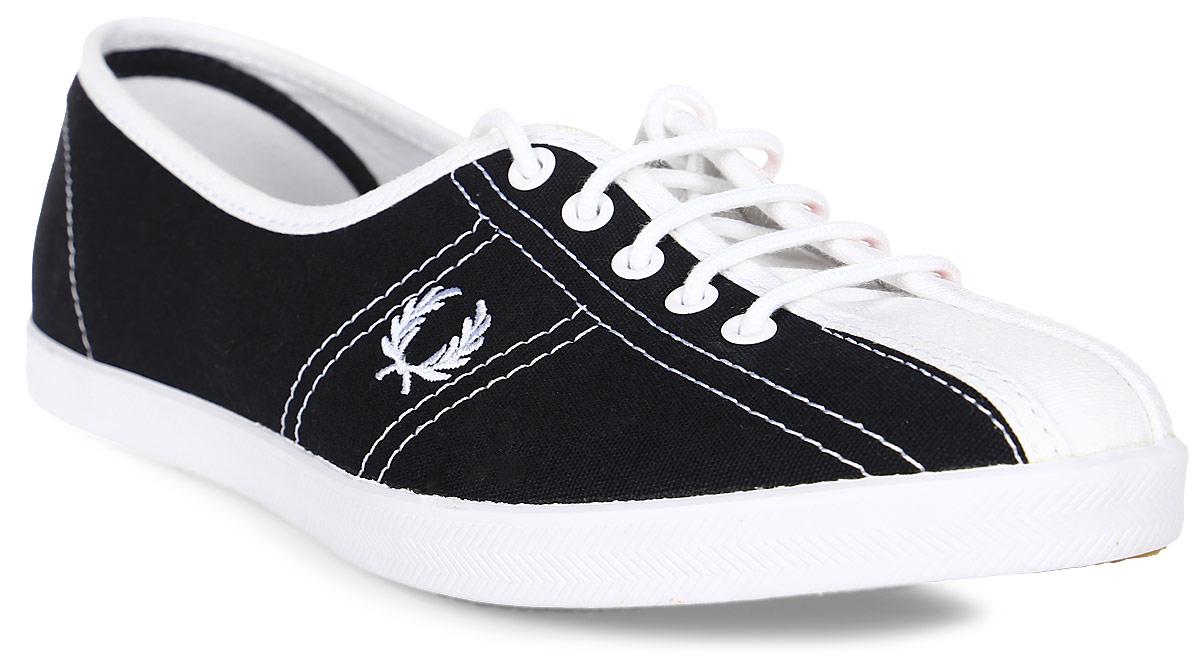 Кеды женские Fred Perry Aubrey Bowling Shoe Canvas, цвет: темно-синий, красный. B2288W-608. Размер 4 (36)B2288W-608Кеды Fred Perry Aubrey Bowling Shoe Canvas выполнены из текстиля. Шнуровка обеспечивает надежную фиксацию обуви на ноге. Стелька и подкладка из текстиля гарантируют комфорт при движении. Прочная резиновая подошва с рельефным рисунком обеспечивает сцепление с любой поверхностью. Изделие оформлено вышитым рисунком.