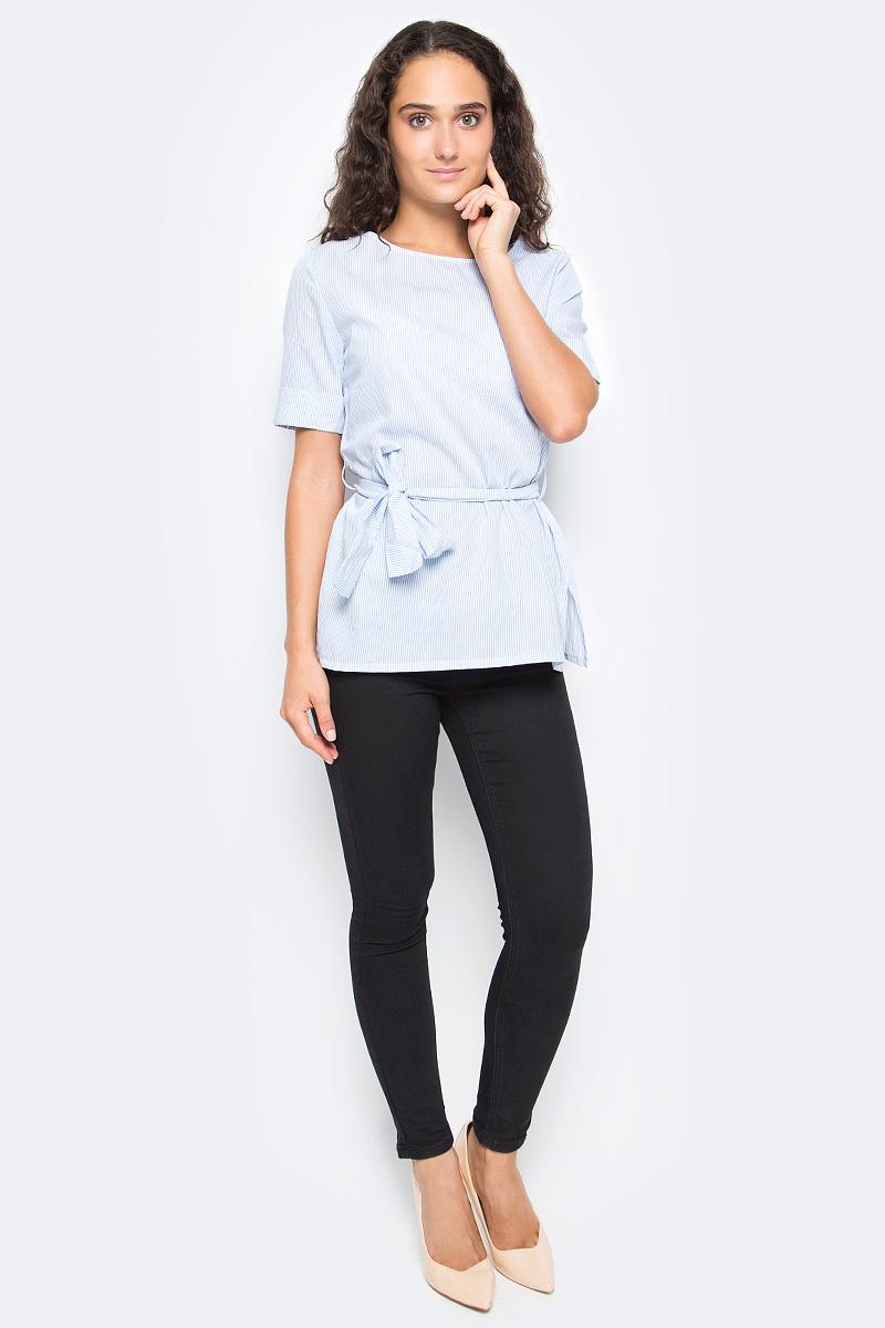 Блузка женская Top Secret, цвет: голубой, белый. SBK2266BL. Размер 40 (48)SBK2266BLЖенская блузка Top Secret выполнена из натурального хлопка. Модель с круглым вырезом горловины и короткими рукавами на талии дополнена текстильным поясом.