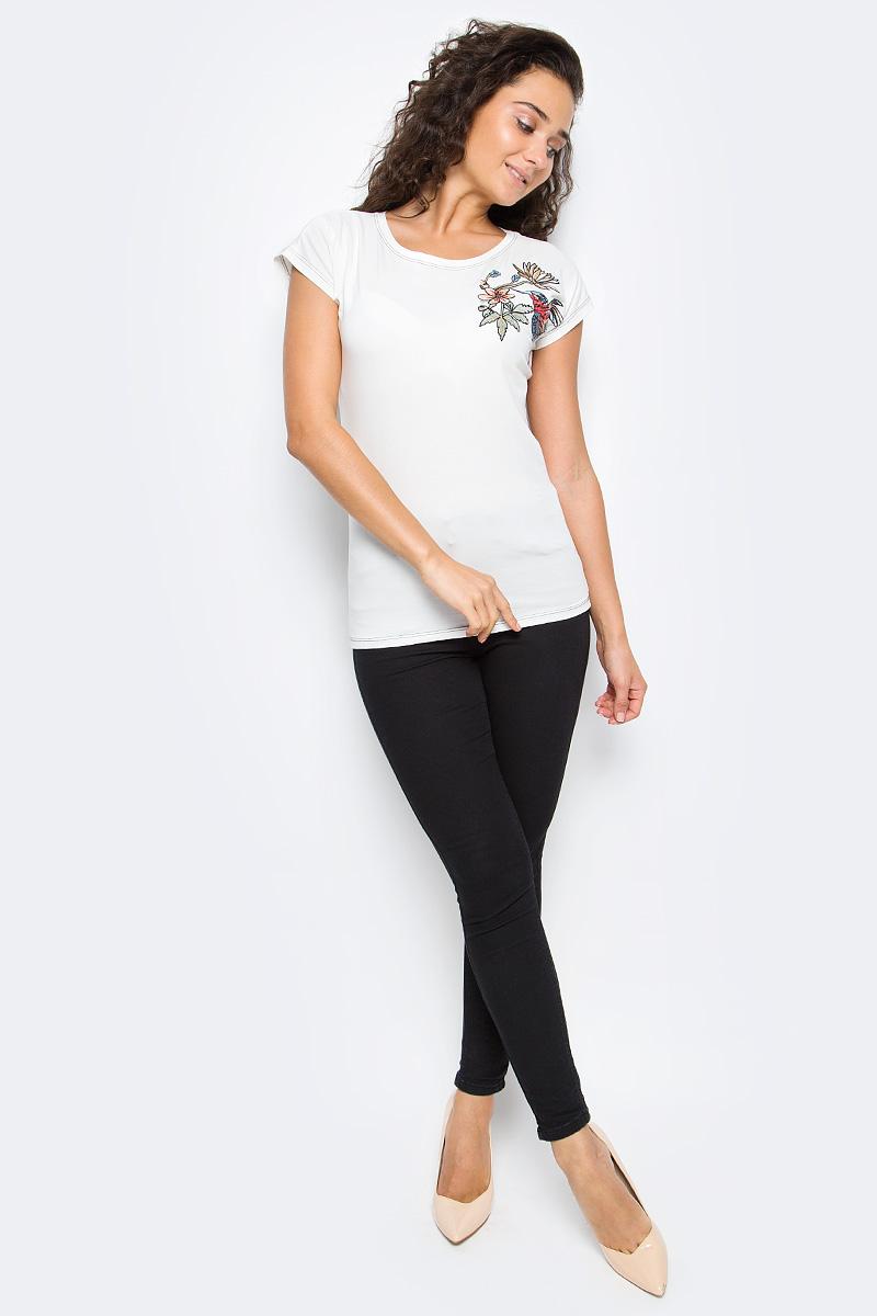 Футболка женская Top Secret, цвет: белый. SPO3296BI36. Размер 36 (44)SPO3296BIЖенская футболка Top Secret выполнена из натурального хлопка. Модель с круглым вырезом горловины и короткими цельнокроеными рукавами оформлена оригинальной вышивкой.